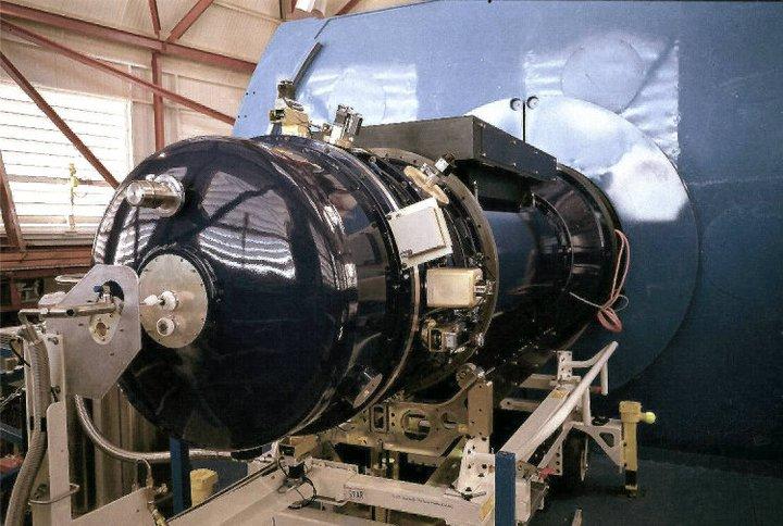 Four star 仪器,近红外大视场(10'x10')照相机,安装在Magellan Baade上面